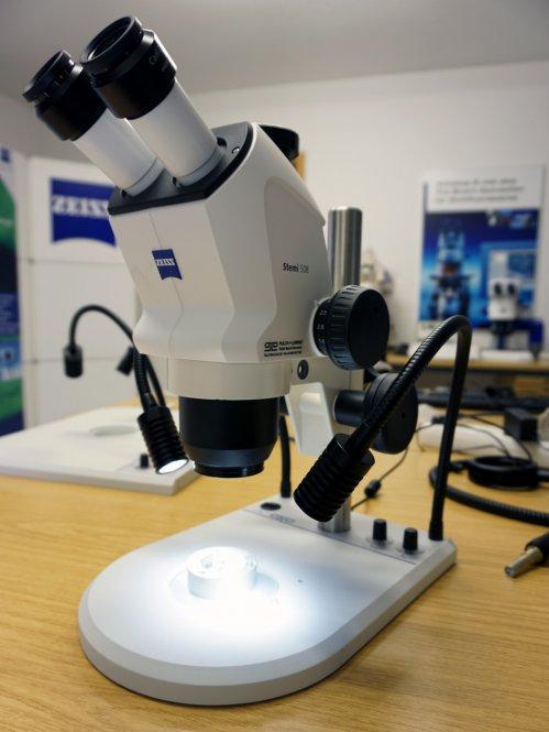 Stereomikroskop Stemi 508 doc mit MikstaLED M Tischstativ