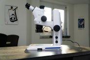 Stemi 508 doc mit Stemi-Spot Senkrechtbeleuchtung im Stativ M